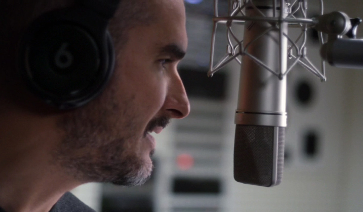 Zane Lowe bei Beats 1 - Bild: Screenshot Apple